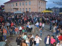 """Sute de spectatori la Festivalul folcloric """"Din stejar, stejar răsare!"""" de la Cajvana"""