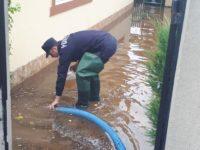 14 persoane surprinse de ape, salvate de pompieri în ultimele 24 de ore