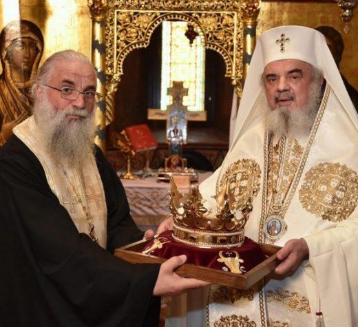 Coroana reconstituită a Sfântului Ştefan cel Mare a fost sfinţită de Părintele Patriarh Daniel şi va fi adusă marţi cu trenul Suceava – Putna la Mănăstirea Putna