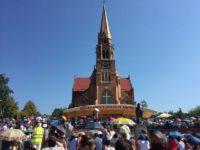 Mii de pelerini din ţară şi străinătate au participat la Sfânta Liturghie Pontificală