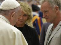 Prezenţi la Vatican, Sting şi soţia sa, Trudie Styler, au fost salutaţi de papa Francisc