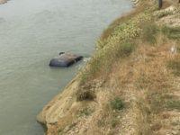 A plonjat cu maşina în apele râului Suceava