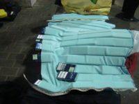 """Aproape 300 de pachete cu ţigări de contrabandă """"camuflate"""" într-un articol vestimentar"""