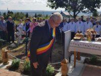 Primarul Ion Lungu a depus o coroană de flori la Monumentul Eroilor din cimitirul Burdujeni-sat