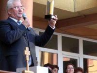 Ion Lungu a prezentat la deschiderea anului şcolar Trofeul de excelenţă în educaţie acordat municipiului Suceava