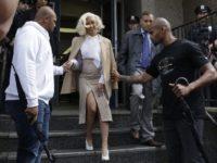 Cardi B s-a prezentat la poliţie după ce a fost implicată într-o altercaţie într-un club de striptease