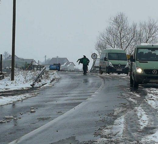 Podul de la Milişăuţi, afectat grav de viituri, este redat circulaţiei