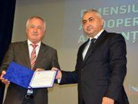 Rectorul USV, Valentin Popa, a oferit preşedintelui regiunii Schwaben, Jurgen Reichert, Diploma de excelenţă a USV