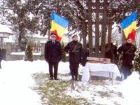 Glorie şi neuitare pentru eroii României Mari din Vadu Moldovei, pe cheltuiala unei profesoare de 80 de ani