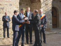 Un vas cu pământ din Cetatea de Scaun a Sucevei va ajunge la Alba Iulia