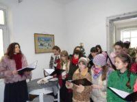 Oameni frumoşi, de la Câmpulung Moldovenesc, au vestit Naşterea Domnului şi Anul Nou