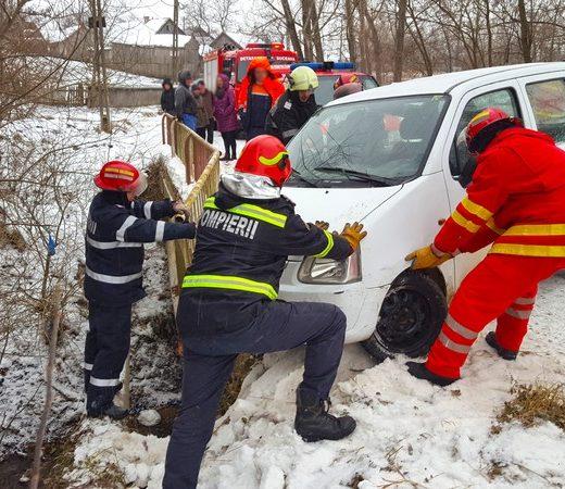 Au scăpat cu viaţă graţie intervenţiei prompte a pompierilor