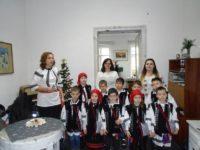 """Copilaşii de la Şcoala Primară """"Sfântul Ioan cel Nou de la Suceava"""" au colindat redacţia """"Crai nou"""""""