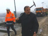 Gheorghe Flutur, cu lopata la şoseaua de centură a Sucevei