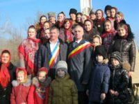 Luncă, luncă, vale adâncă, vin românii să te plângă…
