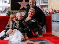 Cântăreaţa americană Pink a primit o stea pe Walk of Fame