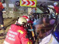 Un tânăr în vârstă de 28 de ani s-a înfipt cu bolidul în zid pe când gonea cu 140 km/h