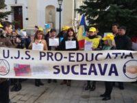 Protest al cadrelor didactice în faţa Prefecturii Suceava