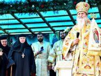 Inimi unite în rugăciune la Mănăstirea Voroneţ