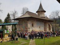Liturghie arhierească la Mănăstirea Voroneţ