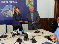 """Actorul Alexandru Arşinel a primit """"Distincţia de excelenţă"""" de la prefectul Mirela Elena Adomnicăi"""