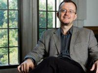 Suceveanul Aurelian Crăiuţu de la Indiana University (SUA) va conferenţia la USV despre maladiile postcomuniste