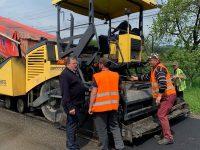 CJ Suceava continuă asfaltările la drumurile judeţene