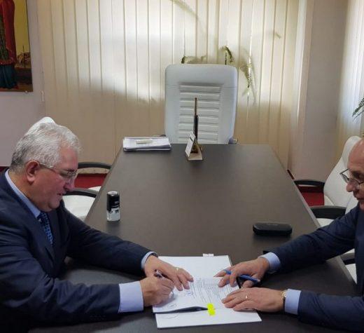 Primarul Ion Lungu a semnat contractul de finanţare pentru centrul multifuncţional Arta din Iţcani