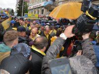 Mii de suceveni au înfruntat frigul şi ploaia şi au participat la mitingul PNL din Suceava