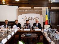 """Asociaţia Municipiilor din România, întrunită la Suceava, a decis să ceară Guvernului banii """"furaţi"""" în primele trei luni ale anului"""