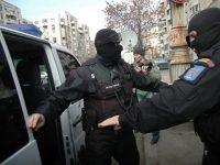 Persoane din Suceava au fost duse la Bucureşti într-un dosar de spălare de bani
