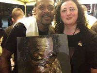 """O pictură realizată de artistul plastic sucevean Paula Şalar pentru proiectul artistic """"Eyes of Miles Davis"""", oferită lui Eric Gales, care a concertat la Suceava în cadrul Suceava Blues Festival"""