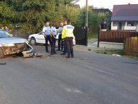 Accident cu doi răniţi după ce o motocicletă s-a izbit de un autoturism