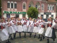 """Trofeul Festivalului """"Dorna, plai de joc şi cântec"""", câştigat de Ansamblul Folcloric""""Mugurelul – Mărgineanca"""" din Dorohoi"""
