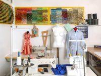 Mașini de cusut electrice, manechine, tipare… ce cumperi pentru un atelier de croitorie?