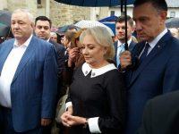 Premierul Viorica Dăncilă s-a închinat la mormântul lui Ştefan cel Mare de la Putna
