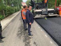 Continuă lucrările de reabilitare pe drumurile judeţene la Volovăţ, Stulpicani – Ostra, Straja – Brodina