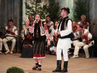 Caravana folclorului reuneşte 100 de artişti din nouă zone folclorice ale ţării