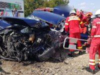 Impact violent între un autoturism şi un camion la ieşire din Fălticeni