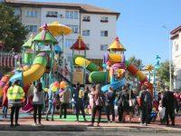 Cel mai mare şi mai modern loc de joacă de cartier din ţară s-a dat în folosinţă în Obcini