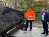 Gheorghe Flutur anunţă că se continuă lucrările de asfaltare în zonele Ostra şi Liteni