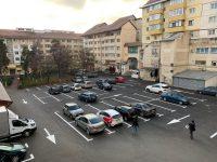 Eliminarea parţială a spaţiilor verzi dintre blocuri şi amenajarea de parcări de reşedinţă afectează calitatea locuirii