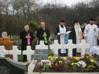 Nu-i uită maica Românie, le împletesc cununi cereşti urmaşii de la Horecea-Mănăstire