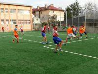 La Fălticeni a fost inaugurat un nou teren de sport multifuncţional, cu gazon sintetic şi nocturnă