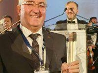 """Municipiul Suceava a primit trofeul pentru """"Excelenţă în transport public şi mobilitate"""""""