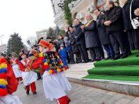 Premierul Ludovic Orban, după ce a asistat la parada obiceiurilor de iarnă de la Suceava: Niciodată nu am mai văzut aşa ceva !