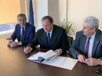 Gheorghe Flutur a semnat contractul pentru modernizarea sistemelor de apă din judeţul Suceava