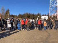 Câteva zeci de persoane au protestat ieri în Pasul Mestecăniş
