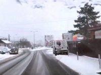 Traficul rutier în judeţul Suceava s-a desfăşurat normal, pe un carosabil umed