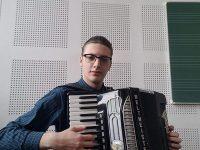 Elvis Buruiană, un poet al acordeonului !